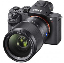 The A7R II has a body only weight of around 600g - almost 30 percent lighter than the Canon 5DS.