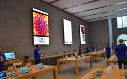 Apple has trademarked its long parallel lines of tables with gadgets on them under a high ceiling. What next - blue T-shirts? (Pic source: Apple Insider/Macerkopf)